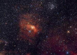 Туманность Пузырь (NGC 7635) и рассеянное скопление М52 в созвездии Кассиопеи.
