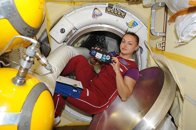 Елена Серова на борту МКС.