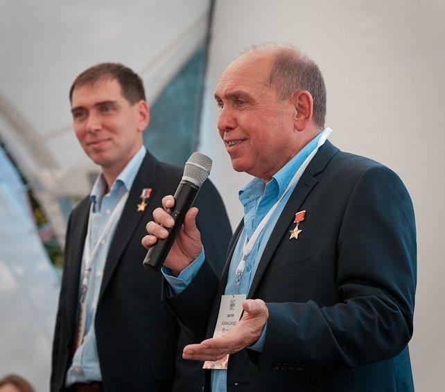 Александр Волков (справа) с сыном