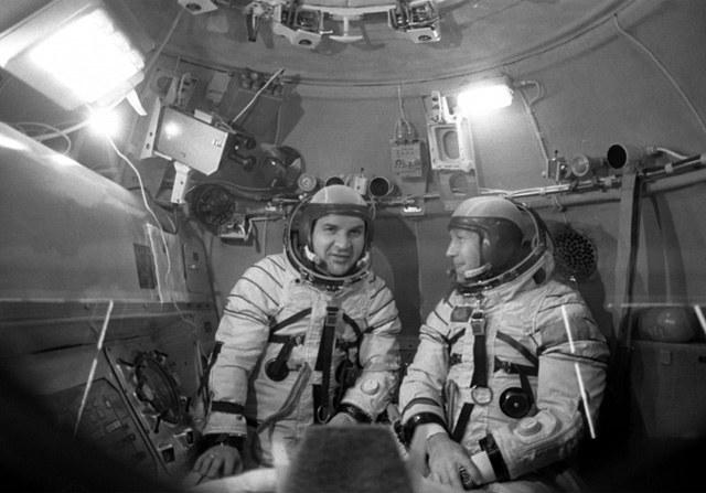Биография космонавта Алексея Леонова, человека,покорившего космос