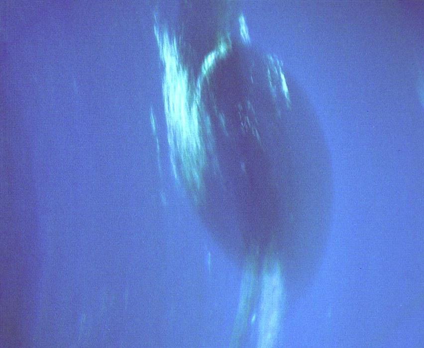Большое тёмное пятно, фото с «Вояджера-2»