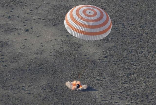 Как космонавты возвращаются на Землю