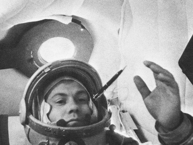 П. Р. Попович в корабле «Восток-4»