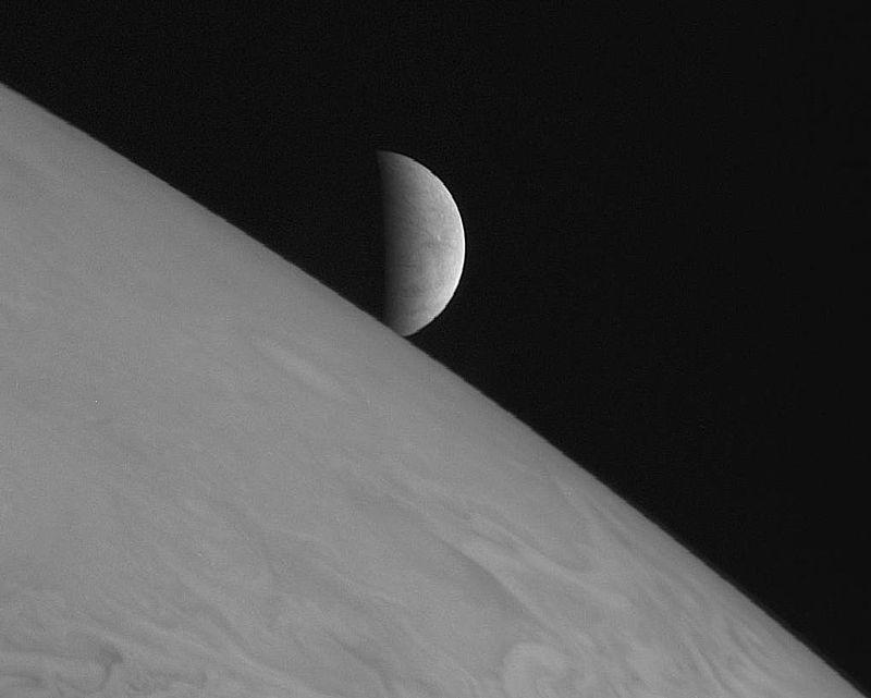 Восход Европы над Юпитером. Снимок АМС «Новые горизонты»