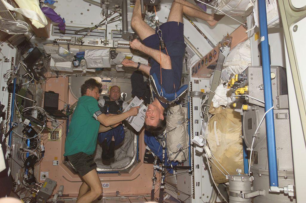 Космонавты и астронавты на борту Международной космической станции