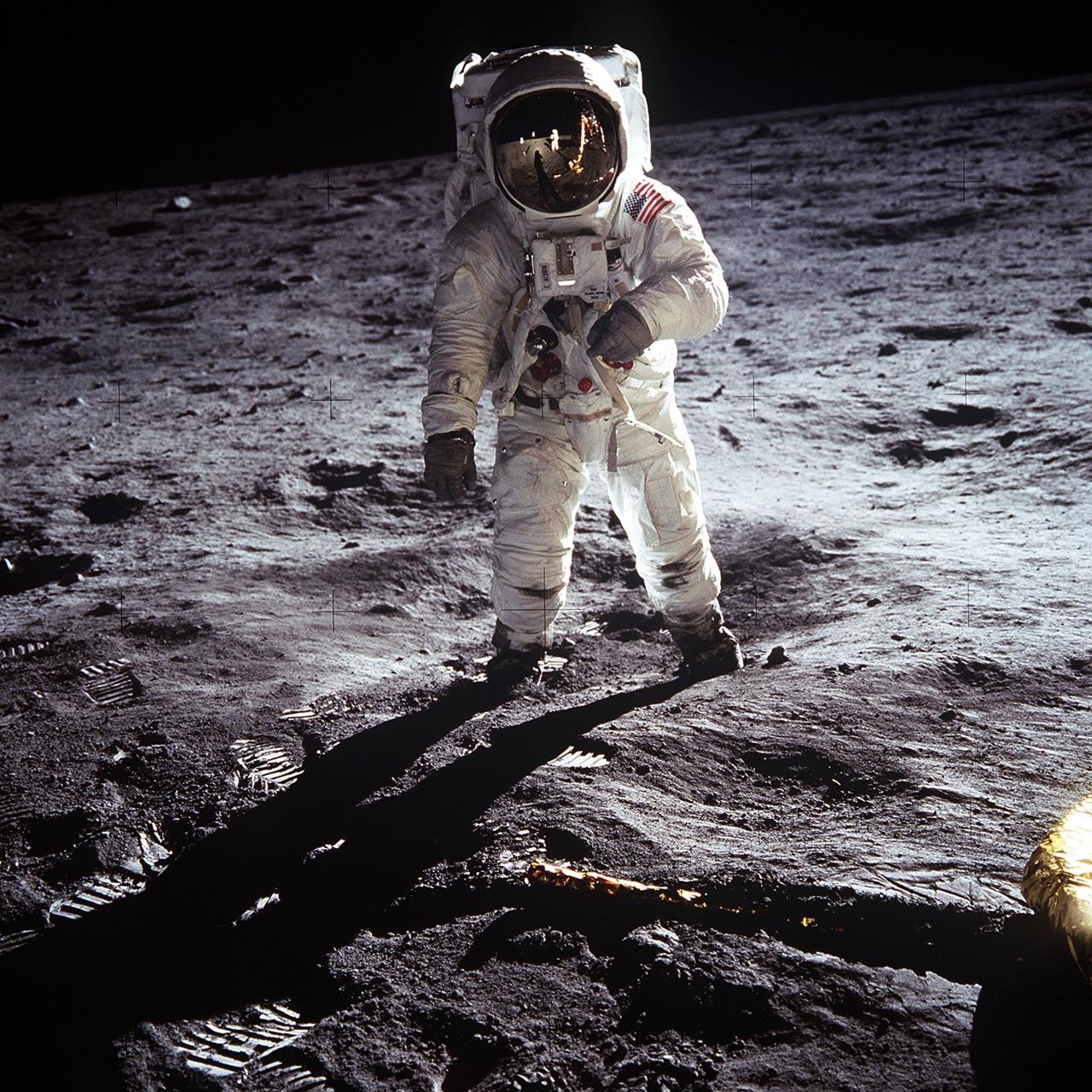 Базз Олдрин на поверхности Луны. Скафандр Apollo A7L
