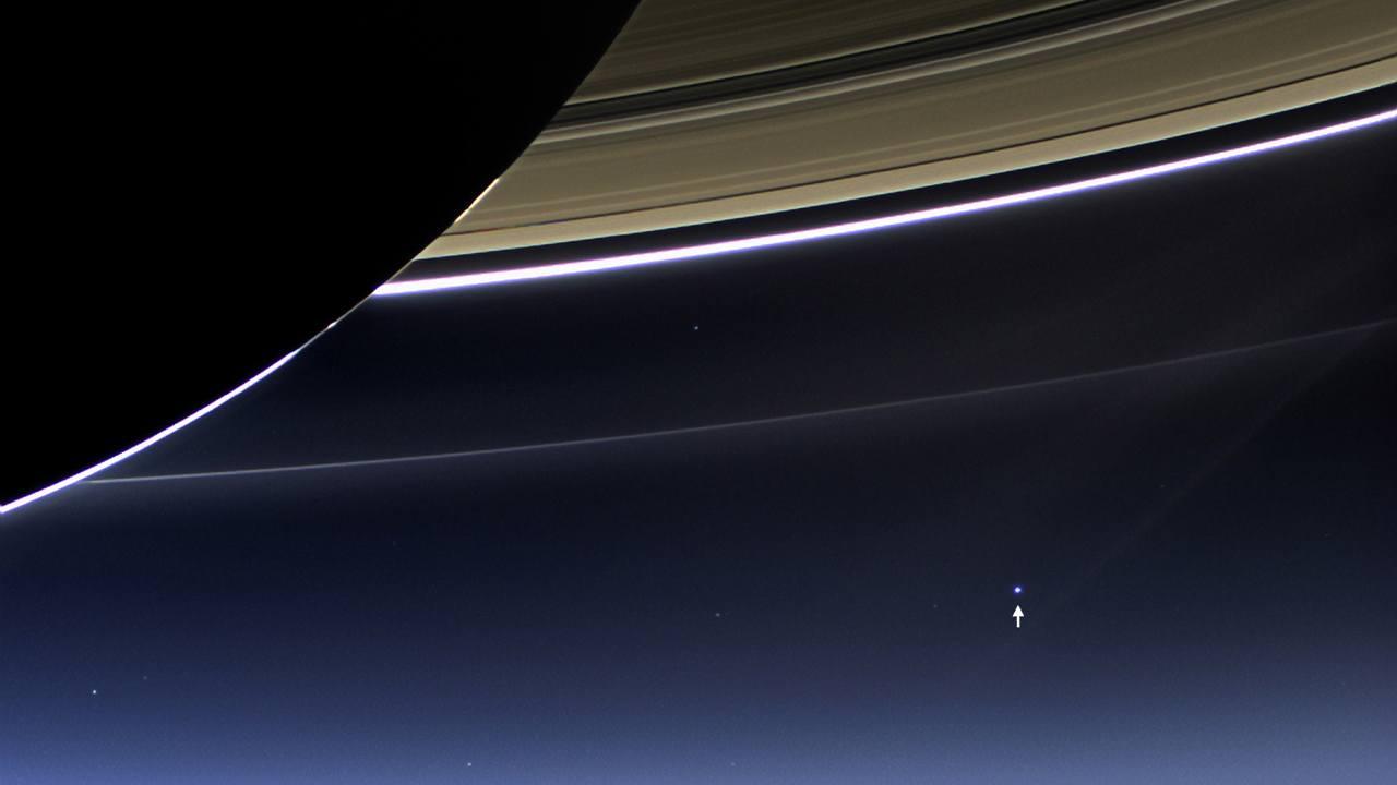 Снимок Земли, сделанный межпланетной станцией Кассини около Сатурна (19 Июля 2013).