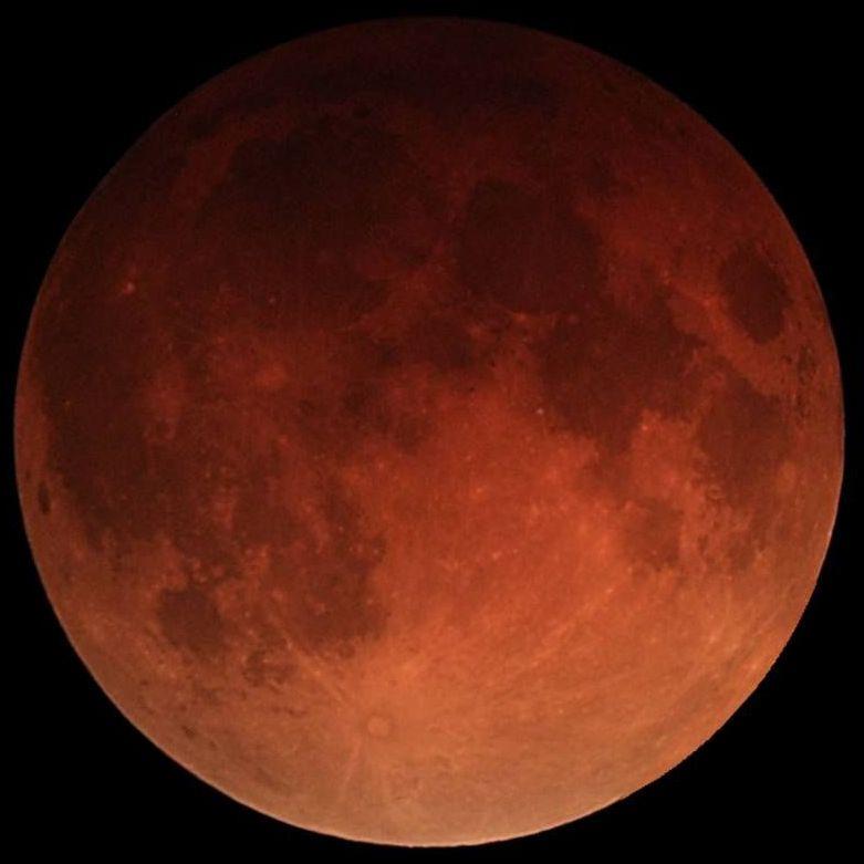 Почему Луна становится красной