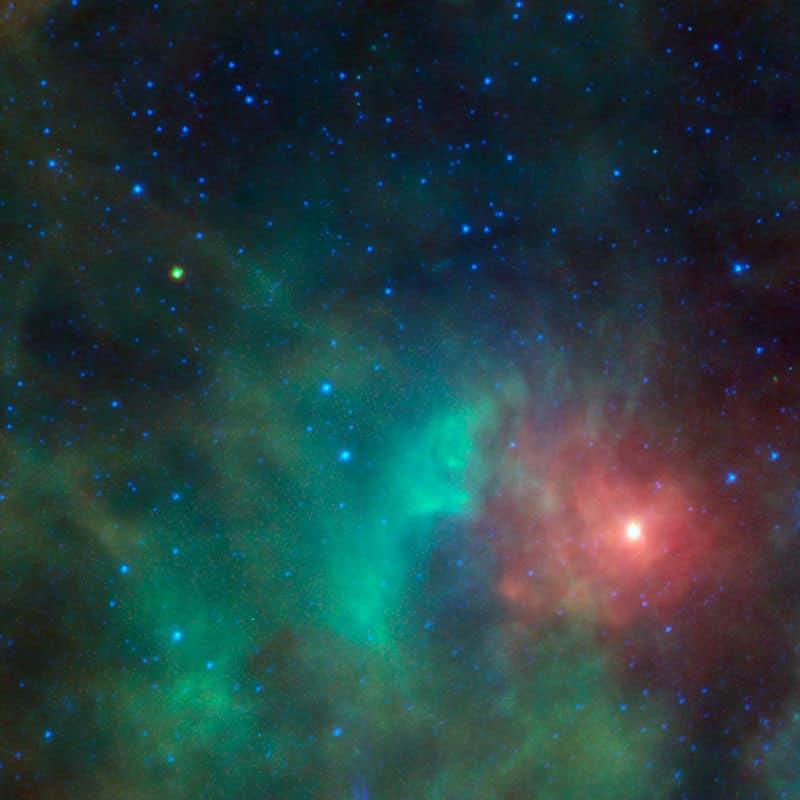 На этом изображении показан объект 1998 KN3, пролетающий мимо облака плотного газа и пыли вблизи туманности Ориона.