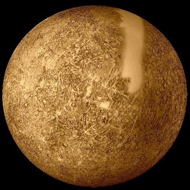 Это изображение показывает приблизительные относительные размеры планет земной группы слева направо: Меркурий, Венера, Земля и Марс. Расстояния не масштабируются.