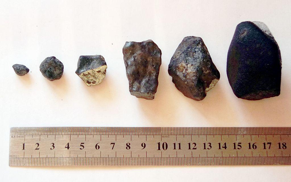 Осколки метеорита, найденные 23 февраля в Еткульском районе экспедицией Челябинского государственного университета