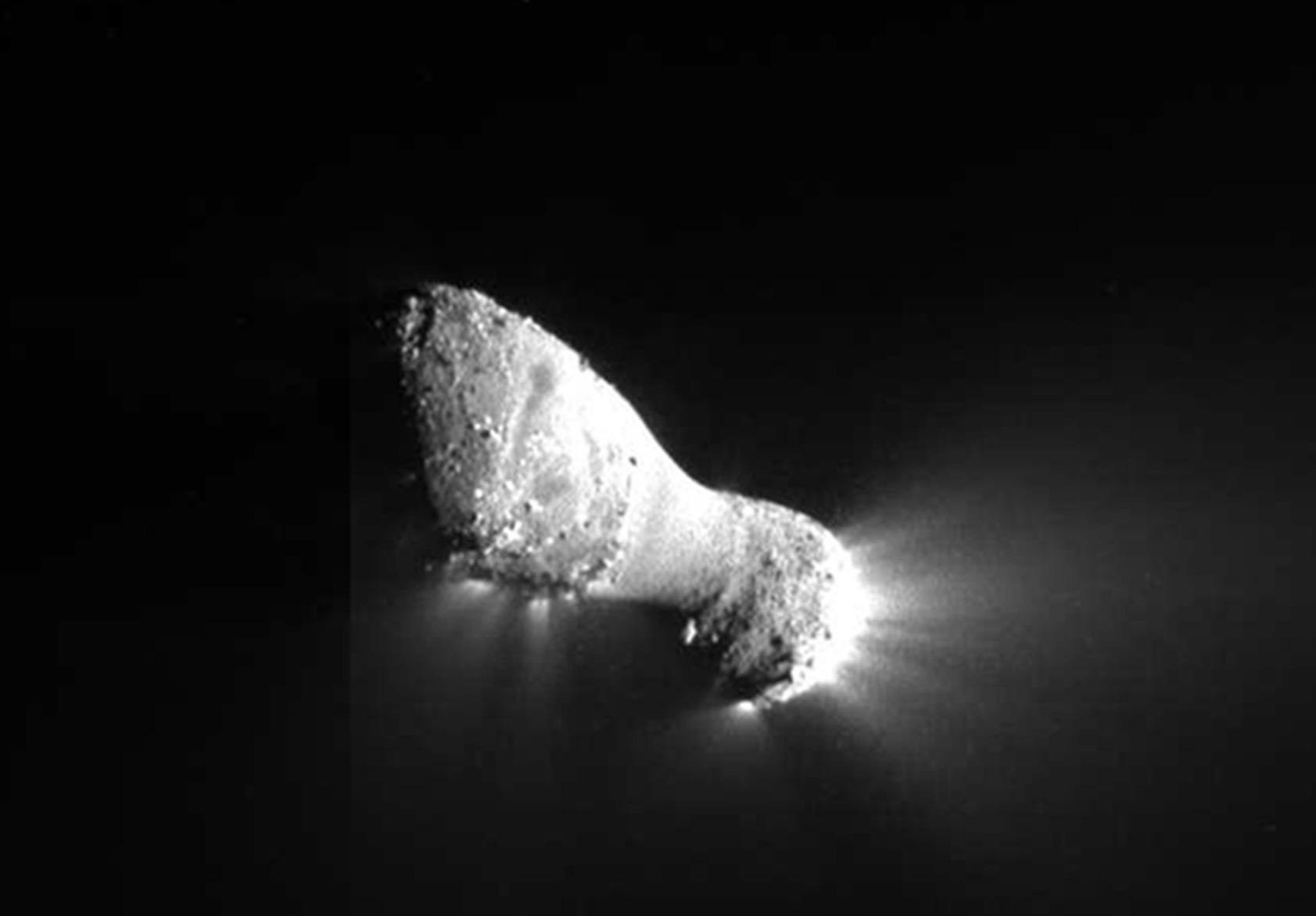 Ядро кометы 103P/Hartley, снятое 4 ноября 2010 года КА EPOXI