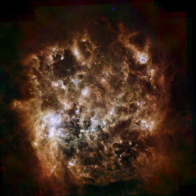 Большое Магелланово Облако в инфракрасном диапазоне.