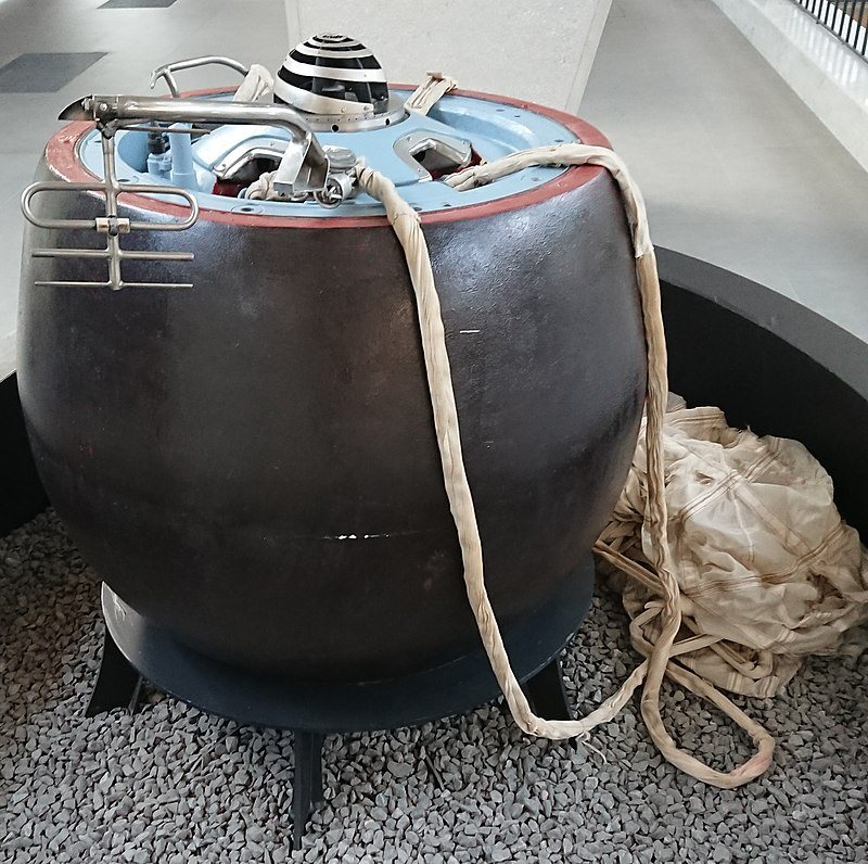 Спускаемый аппарат автоматической межпланетной станции «Венера-7». Макет 1:1