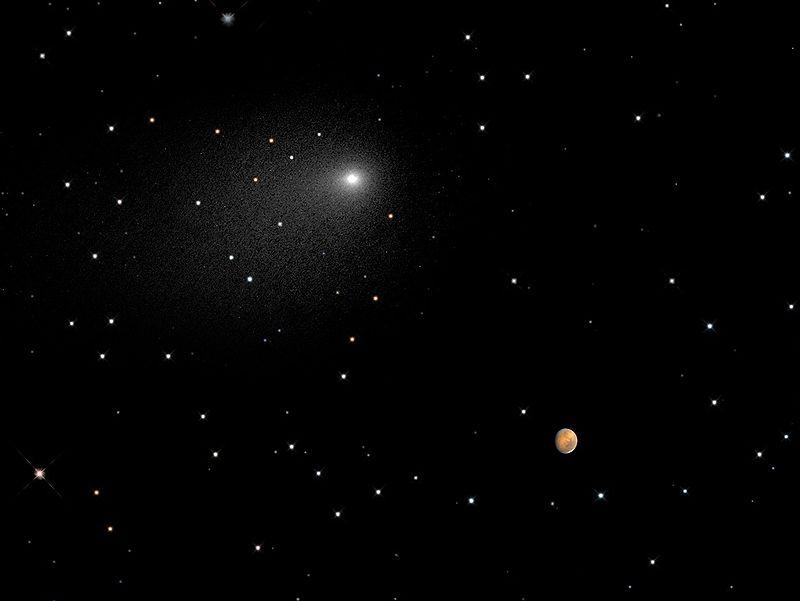 Комета C/2013 A1 (Макнота) проходит рядом с Марсом 19 октября 2014 (композиция двух снимков «Хаббла»)