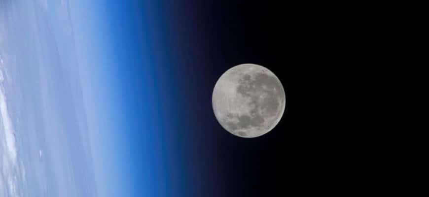 Масса Луны