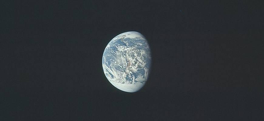 Почему Земля названа Землёй